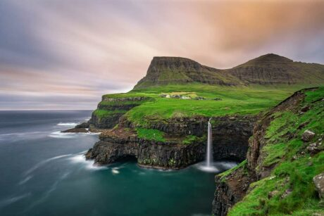 Gasadalur en zijn iconische waterval, Vagar op de Faeröer Eilanden